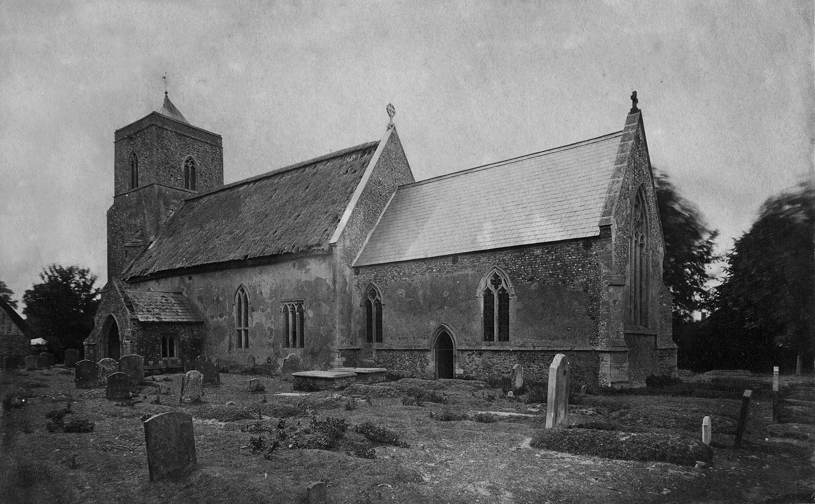 Photograph of St. Andrews' Church taken in the 1800s, showing the thatched roof.